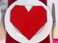 Des serviettes de tables en forme de cœur...